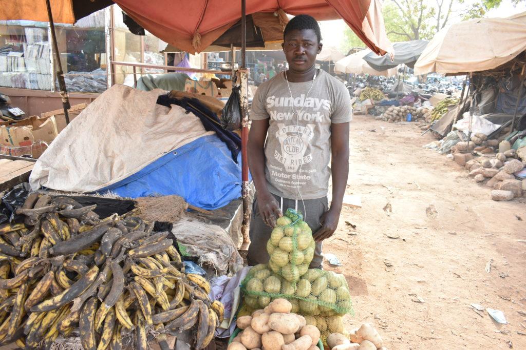Ismaela Ouédraogo, vendeur de pomme de terre au détaillant