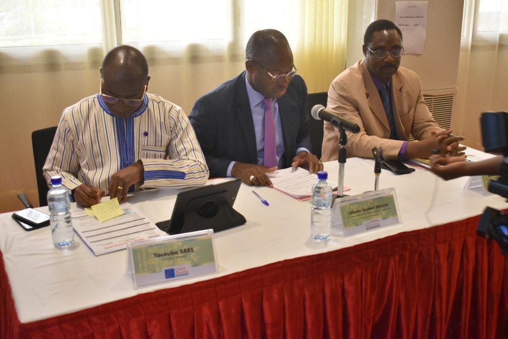 Présidium de la cérémonie de lancement de l'emprunt obligataire
