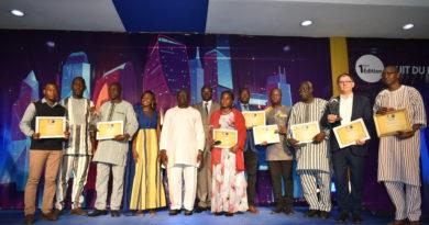 Photo de famille des lauréats et des officiels