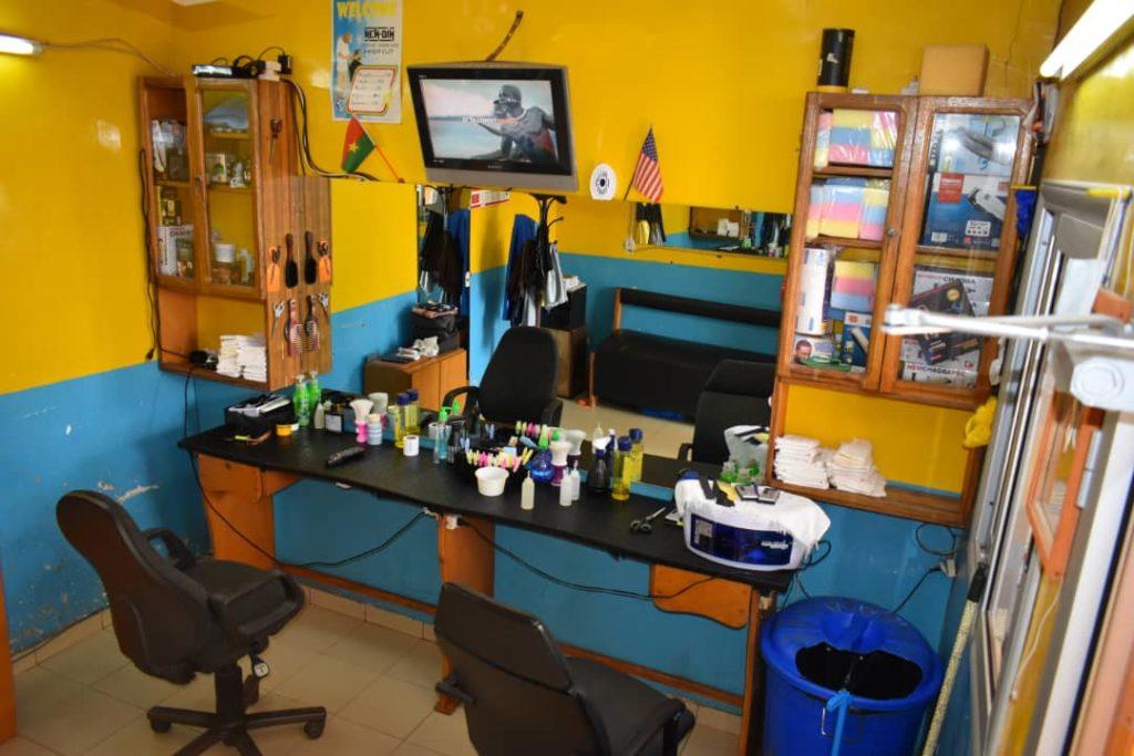 Intérieur de Tog's Barber Shop