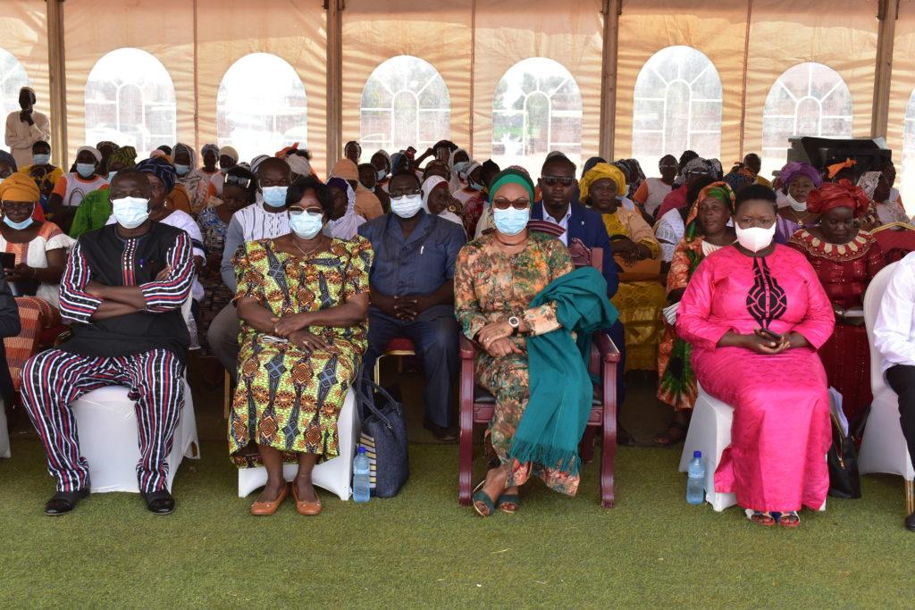 Vue partielle des participants à la cérémonie de remise des chèques