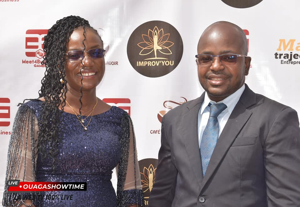 Eldaa Koama, posant avec monsieur Cyrille BADO, spécialiste en branding